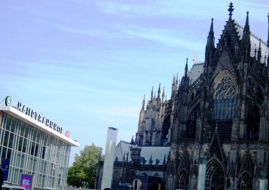 Cologne 39 s central station right beside cathedral in germany - Office du tourisme cologne ...
